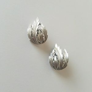 Vintage Trifari Fall Etched Leaf Clip On Earrings